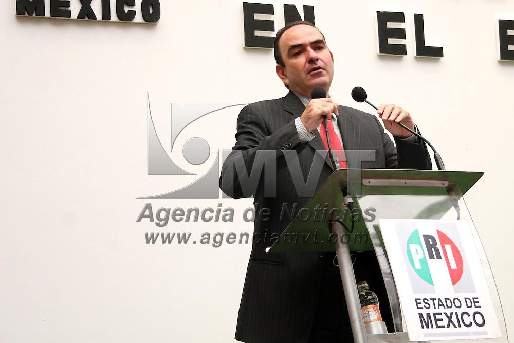 TOLUCA, México.- CHARBEL JORGE ESTEFAN CHIDIAC fue presentado como el nuevo  Delegado del CEN de la CNOP en el Estado de México, evento al cual acudió RICARDO AGUILAR CASTILLO, líder estatal  del PRI. Agencia MVT / Sulma Jiménez. (DIGITAL)