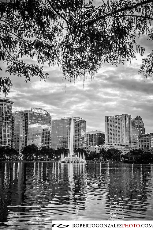 Lake Eola at dusk, Photo by Roberto Gonzalez