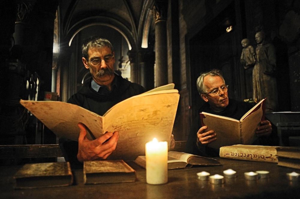 22 novembre 2014 : Répétition générale de la scénographie pour les 1000 ans du clocher de l'église Saint-Germain des Prés. Ici le scriptorium des moines de l'abbaye.