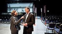 Nederland. Utrecht, 14 maart 2009.<br /> Eerste dag van het PvdA congres in Central Studios. Na de avondsessie praat partijleider Wouter Bos met een afgevaardigde<br /> Foto Martijn Beekman NIET VOOR PUBLIKATIE IN PAROOL, TROUW, AD, NRC EN TELEGRAAF