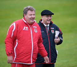 CARDIFF, WALES - Tuesday, October 7, 2008: Wales' press officer Ceri Stennett with manager John Toshack during training at the Vale of Glamorgan Hotel ahead of the 2010 FIFA World Cup South Africa Qualifying Group 4 match against Liechtenstein. (Photo by David Rawcliffe/Propaganda)