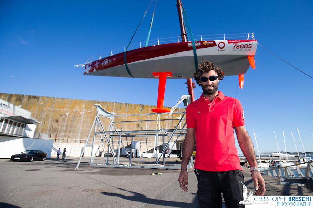 Mise a l'eau de Super Bigou, IMOCA de Alan ROURA en vue du Vendée Globe 2016