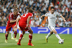 23.04.2014, Estadio Santiago Bernabeu, Madrid, ESP, UEFA CL, Real Madrid vs FC Bayern Muenchen, Halbfinale, Hinspiel, im Bild Real Madrid's Isco and FC Bayern Munchen´s Philipp Lahm and Bastian Schweinsteiger // Real Madrid's Isco and FC Bayern Munchen´s Philipp Lahm and Bastian Schweinsteiger during the UEFA Champions League Round of 4, 1st Leg Match between Real Madrid vs FC Bayern Munich at the Estadio Santiago Bernabeu in Madrid, Spain on 2014/04/23. EXPA Pictures © 2014, PhotoCredit: EXPA/ Alterphotos/ Caro Marin<br /> <br /> *****ATTENTION - OUT of ESP, SUI*****