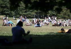 © Licensed to London News Pictures. 22/06/2018.  People relax in St James's Park in lunchtime sunshine ahead of the weekend. Most of the UK is expected to be enjoying high temperatures over the next 7-10 days.  London, UK. Photo credit: Peter Macdiarmid/LNP