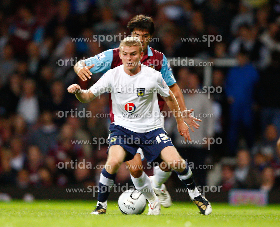 25.08.2010, Boleyn Ground, London, ENG, Carling Cup, West Ham United vs Oxford United, im Bild Alfie Potter of Oxford United. EXPA Pictures © 2010, PhotoCredit: EXPA/ IPS/ Kieran Galvin +++++ ATTENTION - OUT OF ENGLAND/UK +++++ / SPORTIDA PHOTO AGENCY