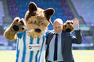 Sir Patrick Stewart talks to the Huddersfield Town mascot before the Premier League match at the John Smiths Stadium, Huddersfield<br /> Picture by James Wilson/Focus Images Ltd 07522 978714<br /> 13/05/2018