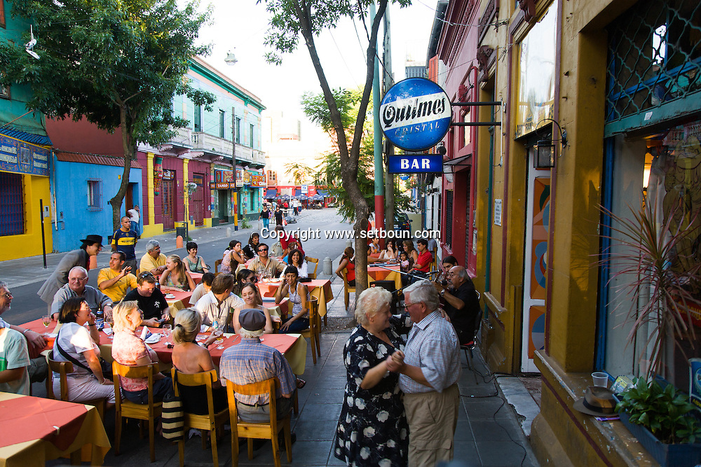 Argentina. Buenos Aires. LE RUEDA - cafe restaurant TANGO in the street  , La Bocca area .  the Historical tango area ,      / cafe restaurant tango - le RUEDA - quartier de la Bocca  Buenos Aires - Argentine  R004