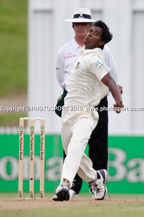 Rubel Hossain bowls on day 2 of the one off test cricket match between New Zealand Black Caps and Bangladesh at Seddon Park, Hamilton, New Zealand, Tuesday 16 February 2010. Photo: Stephen Barker/PHOTOSPORT