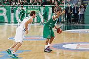 DESCRIZIONE : Avellino Lega A 2015-16 Sidigas Avellino Dolomiti Energia Trentino Trento<br /> GIOCATORE : Tauren Green<br /> CATEGORIA :  palleggio schema<br /> SQUADRA : Sidigas Avellino <br /> EVENTO : Campionato Lega A 2015-2016 <br /> GARA : Sidigas Avellino Dolomiti Energia Trentino Trento<br /> DATA : 01/11/2015<br /> SPORT : Pallacanestro <br /> AUTORE : Agenzia Ciamillo-Castoria/A. De Lise <br /> Galleria : Lega Basket A 2015-2016 <br /> Fotonotizia : Avellino Lega A 2015-16 Sidigas Avellino Dolomiti Energia Trentino Trento
