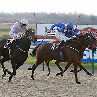 Desert Berry and Ted Durcan winning the 1.00 race