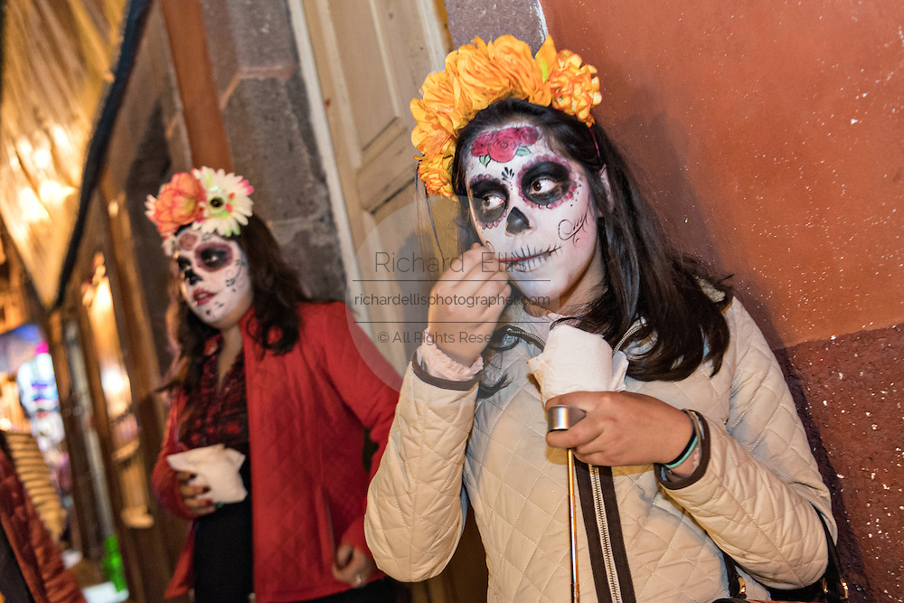 Mexican girls dressed as La Calavera Catrina take an ice cream break during the Day of the Dead festival November 1, 2016 in San Miguel de Allende, Guanajuato, Mexico. The week-long celebration is a time when Mexicans welcome the dead back to earth for a visit and celebrate life.