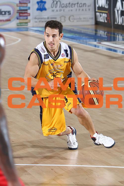 DESCRIZIONE : Porto San Giorgio Lega A 2010-11 Fabi Montegranaro Cimberio Varese<br /> GIOCATORE : Antonio Maestranzi<br /> SQUADRA : Fabi Montegranaro<br /> EVENTO : Campionato Lega A 2010-2011<br /> GARA : Fabi Montegranaro Cimberio Varese<br /> DATA : 09/01/2011<br /> CATEGORIA : palleggio<br /> SPORT : Pallacanestro<br /> AUTORE : Agenzia Ciamillo-Castoria/C.De Massis<br /> Galleria : Lega Basket A 2010-2011<br /> Fotonotizia : Porto San Giorgio Lega A 2010-11 Fabi Montegranaro Cimberio Varese<br /> Predefinita :