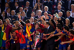 ROME, ITALY - Tuesday, May 26, 2009: Barcelona's captain Carles Puyol is presented with the European Cup by UEFA president Michel Platini after beating Manchester United 2-0 during the UEFA Champions League Final at the Stadio Olimpico. (Pic by Carlo Baroncini/Propaganda)