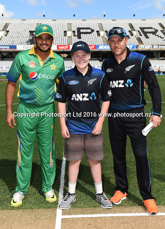 Captains Brendon McCullum and Azhar Ali with the ANZ coin toss winner during the New Zealand Black Caps v Pakistan 3rd ODI cricket match. Eden Park, Auckland, New Zealand. Saturday 31 January 2016. Copyright photo: Andrew Cornaga / www.photosport.nz
