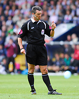 Photo: Leigh Quinnell.<br /> West Bromwich Albion v Barnsley. Coca Cola Championship. 06/05/2007. Referee L.W Probert