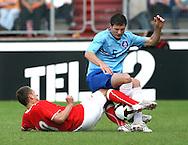 23-05-2008 VOETBAL:JONG ORANJE:JONG ZWITSERLAND:TILBURG<br /> Almen Abdi klemt de bal af voor Erik Pieters <br /> Foto: Geert van Erven