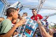 Willem II Open dag - Koningsdag 2015 - Supporters, spelerspresentatie, handtekeningen, actracties, kinderen, jonge supporters, springkussens<br /> <br /> Bruno Andrade van Willem II deelt handtekeningen uit<br /> <br /> foto: Geert van Erven