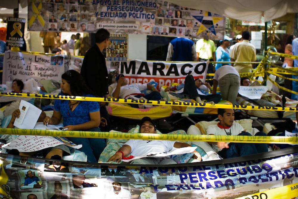 VENEZUELAN POLITICS / POLITICA EN VENEZUELA<br /> Hunger strike by students at the doors of the OEA / Huelga de hambre de estudiantes en la puertas de la OEA<br /> Caracas - Venezuela 2009<br /> (Copyright © Aaron Sosa)
