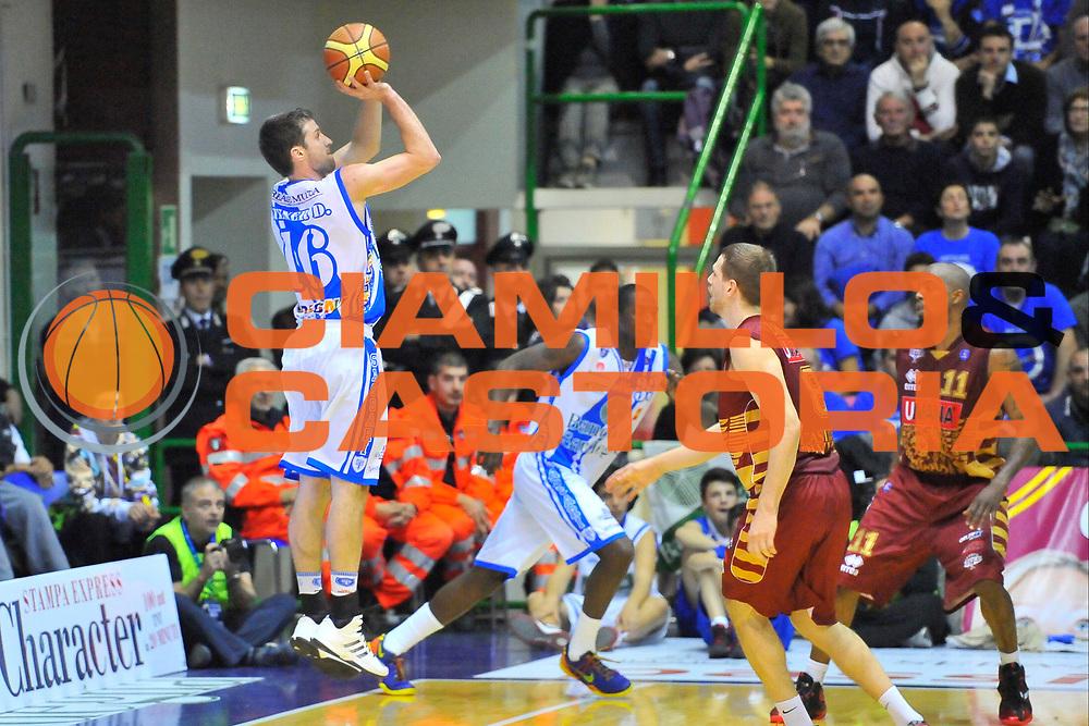 DESCRIZIONE : Campionato 2013/14 Dinamo Banco di Sardegna Sassari - Umana Reyer Venezia<br /> GIOCATORE : Drake Diener<br /> CATEGORIA : Tiro Tre Punti<br /> SQUADRA : Dinamo Banco di Sardegna Sassari<br /> EVENTO : LegaBasket Serie A Beko 2013/2014<br /> GARA : Dinamo Banco di Sardegna Sassari - Umana Reyer Venezia<br /> DATA : 16/03/2014<br /> SPORT : Pallacanestro <br /> AUTORE : Agenzia Ciamillo-Castoria / Luigi Canu<br /> Galleria : LegaBasket Serie A Beko 2013/2014<br /> Fotonotizia : Campionato 2013/14 Dinamo Banco di Sardegna Sassari - Umana Reyer Venezia<br /> Predefinita :
