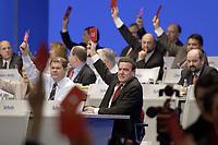 18 NOV 2003, BOCHUM/GERMANY:<br /> Olaf Scholz (Mi-L), SPD Generalsekretaer, und Gerhard Schroeder (Mi-R), SPD, Bundeskanzler, mit Stimmkarten, waehrend einer Abstmmung, SPD Bundesparteitag, Ruhr-Congress-Zentrum<br /> IMAGE: 20031119-01-067<br /> KEYWORDS: Gerhard Schröder, Parteitag, party congress, Stimmkarte