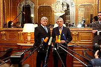 02 APR 2003, BERLIN/GERMANY:<br /> Joschka Fischer (L), B90/Gruene, Bundesaussenminister, und Jack Straw (R), Aussenminister von Grossbritannien, waehrend einem Pressestatement, vor einem informellen Gespraech, Regent Schlosshotel, Berlin-Grunewald<br /> IMAGE: 20030402-03-014<br /> KEYWORDS: Pressekonferenz,
