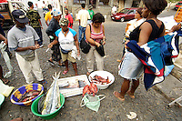 09 JAN 2006, SAO FELIPE/FOGO/CAPE VERDE:<br /> Fischverkaeuferinnen verkaufen frischen Fisch auf der Strasse, Sao Felipe, Insel Fogo, Kapverdischen Inseln<br /> Woman are selling fresh fish in the streets of Sao Felipe,  island Fogo, Cape verde islands<br /> IMAGE: 20060109-01-003<br /> KEYWORDS: Travel, Reise, Natur, nature, Meer, sea, seaside, K&uuml;ste, Kueste, coast, cabo verde, Dritte Welt, Third World, Kapverden, Markt, market, Einzehandel, Verkauf