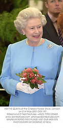 HM THE QUEEN at the Chelsea Flower Show, London on 21st May 2001.OOI 197