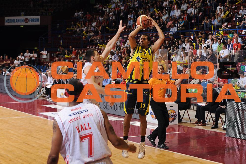 DESCRIZIONE : Milano Lega A 2009-10 Playoff Quarti di Finale Gara 2 Armani Jeans Milano Sigma Coatings Montegranaro<br /> GIOCATORE : Marcus De Sousa Marquinhos<br /> SQUADRA : Sigma Coatings Montegranaro<br /> EVENTO : Campionato Lega A 2009-2010 <br /> GARA : Armani Jeans Milano Sigma Coatings Montegranaro<br /> DATA : 22/05/2010<br /> CATEGORIA : tiro<br /> SPORT : Pallacanestro <br /> AUTORE : Agenzia Ciamillo-Castoria/A.Dealberto<br /> Galleria : Lega Basket A 2009-2010 <br /> Fotonotizia : Milano Lega A 2009-10 Playoff Quarti di Finale Gara 2 Armani Jeans Milano Sigma Coatings Montegranaro<br /> Predefinita :