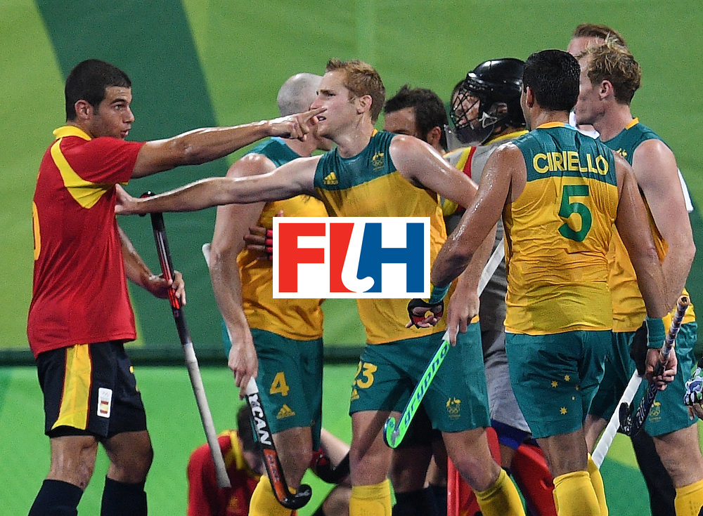 Spain's Salvador Piera (L) argues with Australian players during the men's field hockey Australia vs Spain match of the Rio 2016 Olympics Games at the Olympic Hockey Centre in Rio de Janeiro on August, 7 2016. / AFP / MANAN VATSYAYANA        (Photo credit should read MANAN VATSYAYANA/AFP/Getty Images)