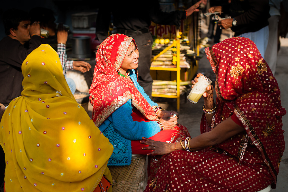 Indian women in saris drinking tea (India)