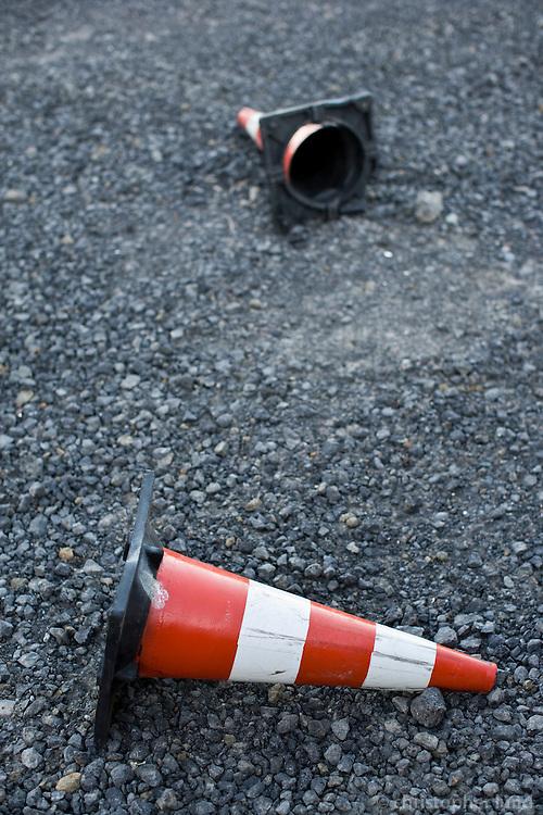 Fallen heros in Hafnarstræti parking lot. Fallnar keilur við Hafnarstræti.