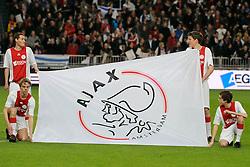 26-02-2009 VOETBAL: UEFA CUP: AJAX - FIORENTINA: AMSTERDAM<br /> Ajax plaatst zich voor de volgende ronde door 1-1 te spelen tegen Fiorentina  / Ajax vlag<br /> ©2009-WWW.FOTOHOOGENDOORN.NL