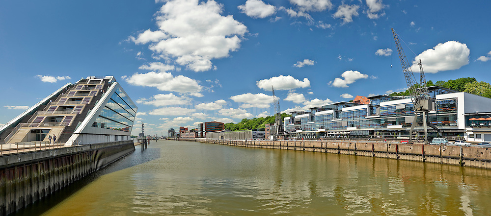 Bürogebäude Dockland an der Elbe