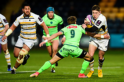Callum Black of Worcester Warriors is challenged by Julien Blanc of Pau - Mandatory by-line: Ryan Hiscott/JMP - 15/12/2018 - RUGBY - Sixways Stadium - Worcester, England - Worcester Warriors v Pau - European Rugby Challenge Cup