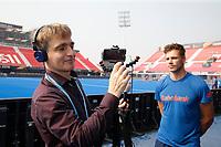 BHUBANESWAR (INDIA) - Het Nederlands heren hockeyteam trainde vanmiddag voor de kwartfinale wedstrijd tegen India bij het WK hockey. Sander de Wijn is gisteren geblesseerd geraakt  en zal dit toernooi niet meer in actie komen. links Philip Kooke (NOS) COPYRIGHT KOEN SUYK