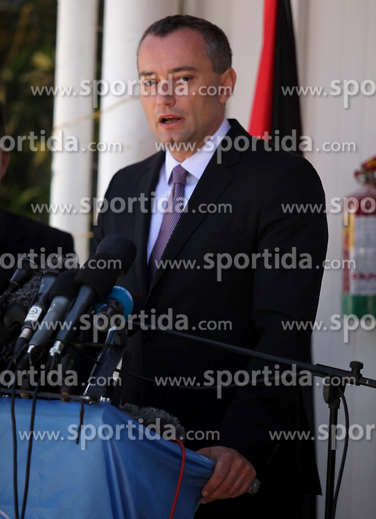 30.04.2015, Gaza Stadt, PSE, UN Friedensgesandter Nikolaj Mladenow, im Bild der neue Friedensgesandte der Vereinten Nationen f&uuml;r den Nahen Osten Nikolaj Mladenow // United Nations' new Middle East peace envoy, Nickolay Mladenov speaks during a press conference in Gaza city. Mladenov, who was appointed in February, urged Palestinian factions to unite and Israel to lift its blockade of the Gaza Strip, on his first visit to the territory, Palestine on 2015/04/30. EXPA Pictures &copy; 2015, PhotoCredit: EXPA/ APAimages/ Ashraf Amra<br /> <br /> *****ATTENTION - for AUT, GER, SUI, ITA, POL, CRO, SRB only*****