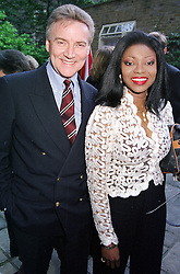 Singer PATTI BOULAYE and her husband MR STEPHEN<br />  KOMLOSY at a party in London on 6th June 2000.OFA 42<br /> © Desmond O'Neill Features:- 020 8971 9600<br />    10 Victoria Mews, London.  SW18 3PY <br /> www.donfeatures.com   photos@donfeatures.com<br /> MINIMUM REPRODUCTION FEE AS AGREED.<br /> PHOTOGRAPH BY DOMINIC O'NEILL