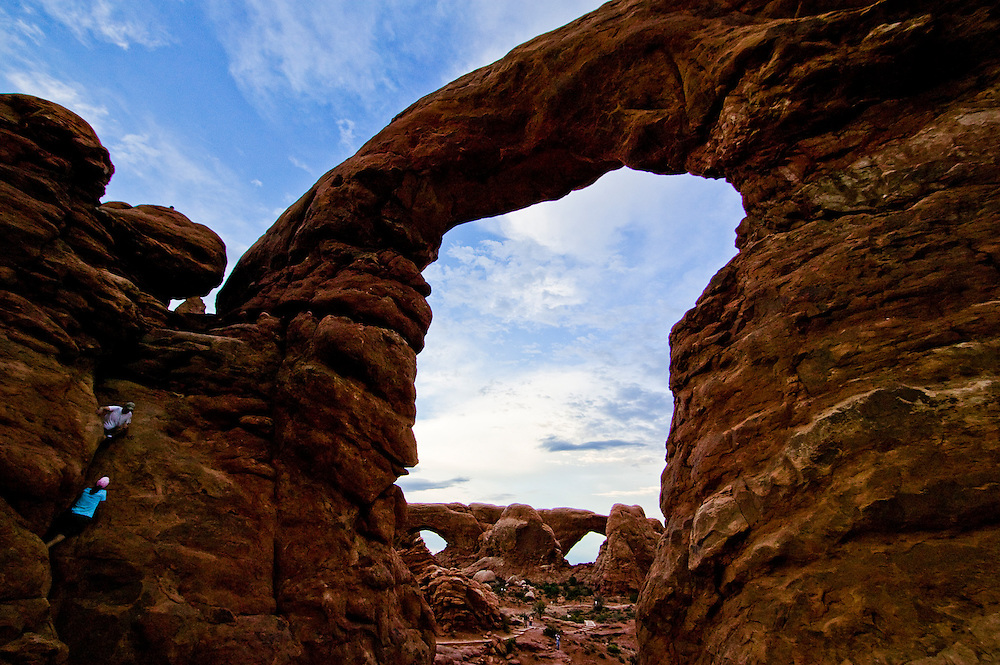 Striking Photo of Sandstone Arch in Arches National Park