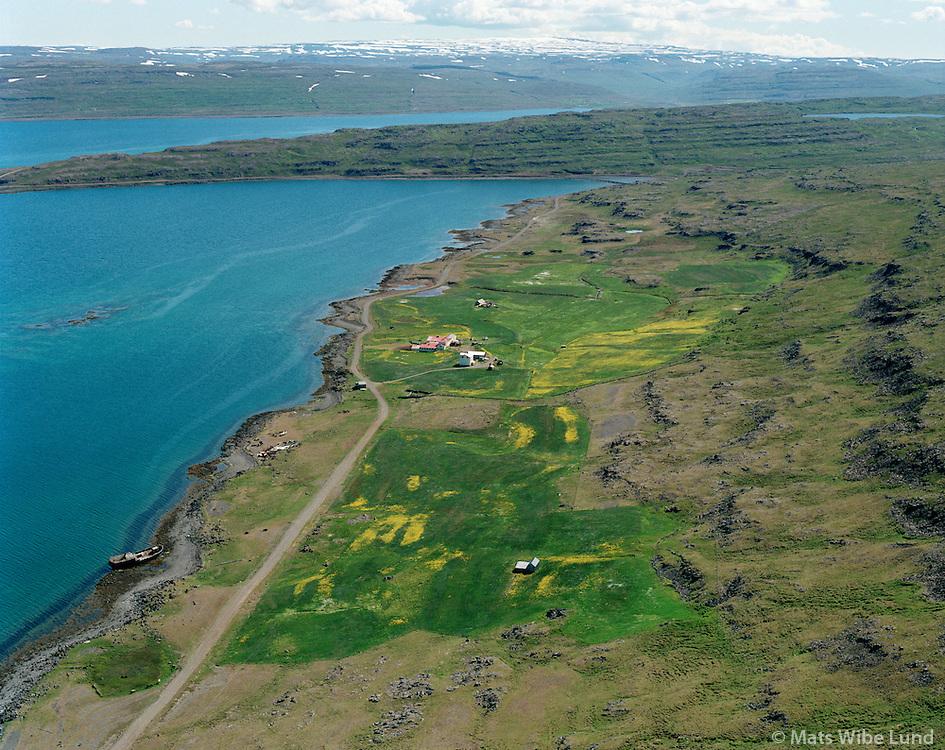 Kot - eyðibýli fremst og Reykjarfjörður séð til suðurs, Súðavíkurhreppur áður Reykjarfjarðarhreppur / Kot and Reykjarfjordur viewing south, Sudavikurhreppur former Reykjarfjardarhreppur