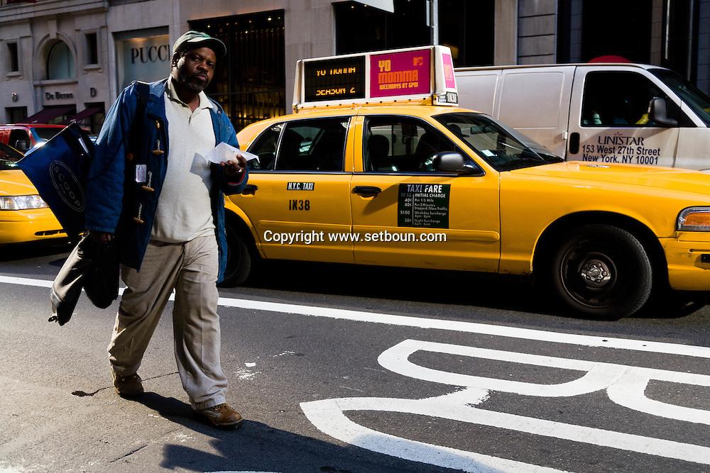 New York. fifth avenue, street life people  New york - United states  / cinquieme avenue, gens passants scenes de rue  New York - Etats unis