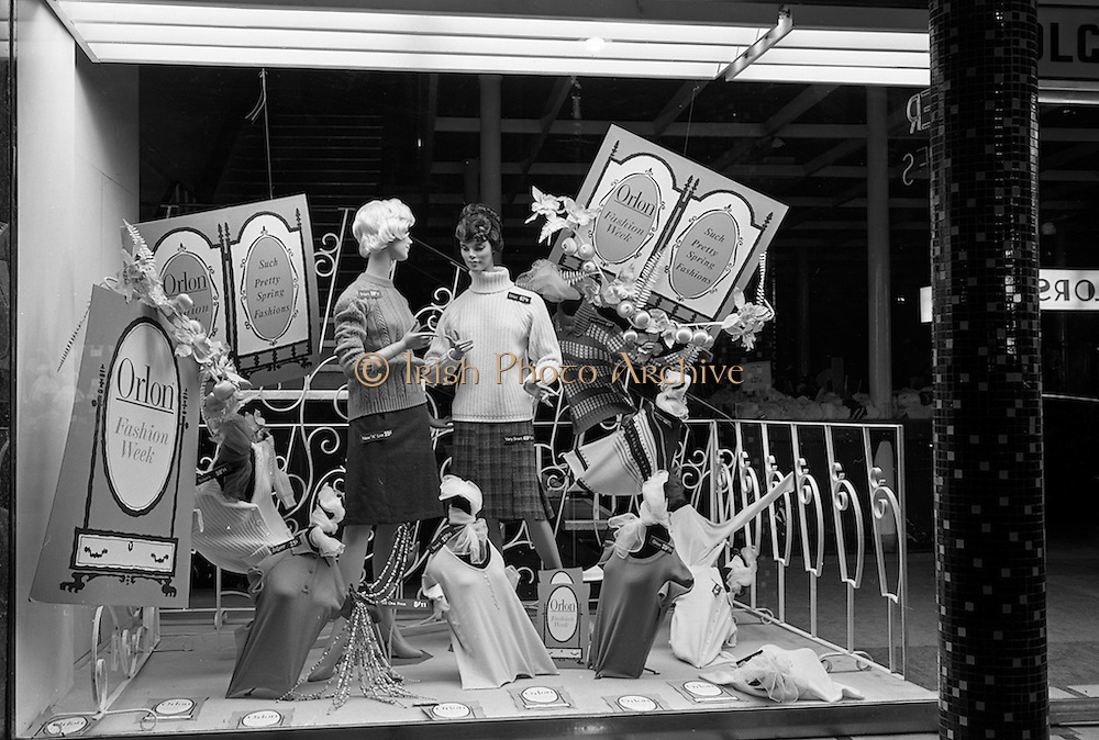 25/03/1963<br /> 03/25/1963<br /> 25 March 1963<br /> Du Pont Orlon fashion wind display at Bolger Stores Ltd., North Earl Street, Dublin.