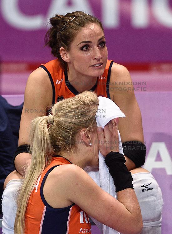 09-01-2016 TUR: European Olympic Qualification Tournament Rusland - Nederland, Ankara<br /> De Nederlandse volleybalsters hebben de finale van het olympisch kwalificatietoernooi tegen Rusland verloren. Oranje boog met 3-1 voor de Europees kampioen (25-21, 22-25, 25-19, 25-20) / Teleurstelling Laura Dijkema #14, Myrthe Schoot #9