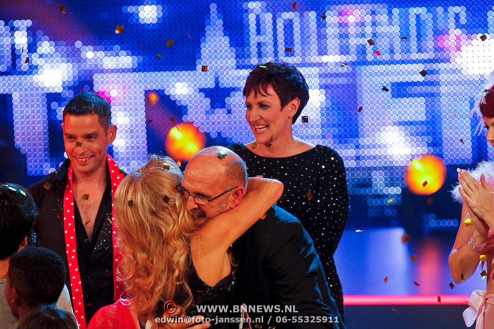 NLD/Hilversum/20100910 - Finale Holland's got Talent 2010, Patricia Paay omhelst Martin Hurkens