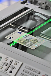 THEMENBILD - der neue 5 Euro Schein Kopierautomat, Kopierer // FEATURE - ??the new 5 euro note. EXPA Pictures © 2013, PhotoCredit: EXPA/ Eibner/ CST..***** ATTENTION - OUT OF GER *****