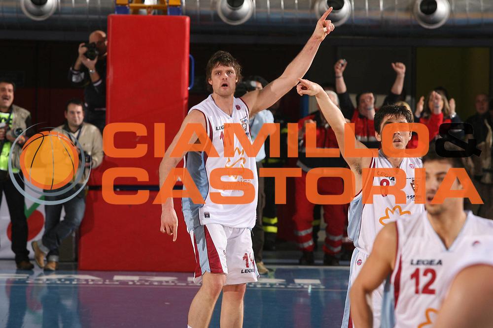 DESCRIZIONE : Rieti Lega A1 2007-08 Solsonica Rieti Lottomatica Virtus Roma <br /> GIOCATORE : Wade Helliwell <br /> SQUADRA : Solsonica Rieti <br /> EVENTO : Campionato Lega A1 2007-2008 <br /> GARA : Solsonica Rieti Lottomatica Virtus Roma <br /> DATA : 24/02/2008 <br /> CATEGORIA : Esultanza <br /> SPORT : Pallacanestro <br /> AUTORE : Agenzia Ciamillo-Castoria/G.Ciamillo