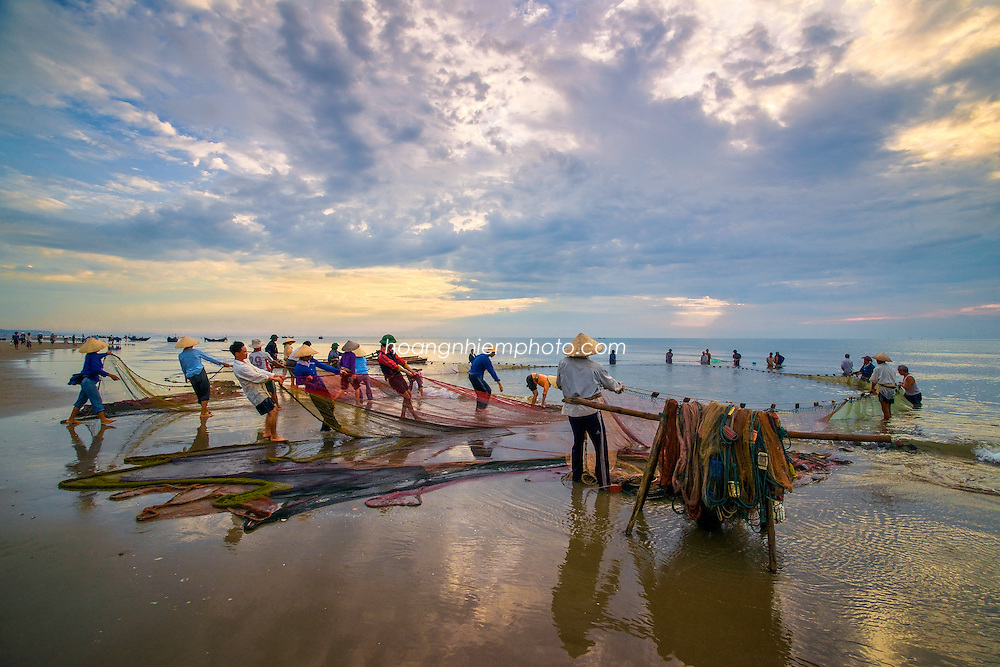 Vietnam Images- people- fishermen-Thanh Hoa hoàng thế nhiệm