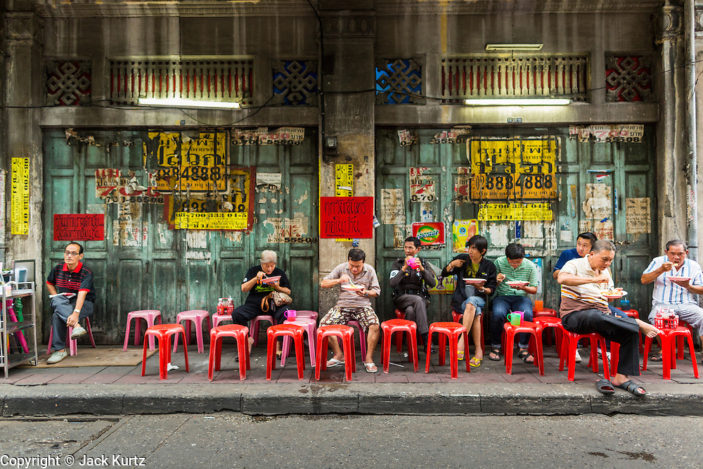 18 SEPTEMBER 2013 - BANGKOK, THAILAND:  People eat perched on stools on the sidewalk at a curry stand in the Chinatown section of Bangkok. Thailand in general, and Bangkok in particular, has a vibrant tradition of street food and eating on the run. In recent years, Bangkok's street food has become something of an international landmark and is being written about in glossy travel magazines and in the pages of the New York Times.     PHOTO BY JACK KURTZ