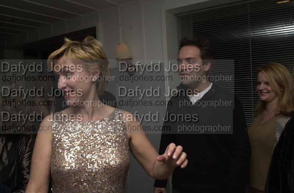 Tina Brown and Sam Mendes. Talk pre-Golden Globes party. Mondrian Hotel.West Hollywood, California USA  20 January 2001. © Copyright Photograph by Dafydd Jones 66 Stockwell Park Rd. London SW9 0DA Tel 020 7733 0108 www.dafjones.com