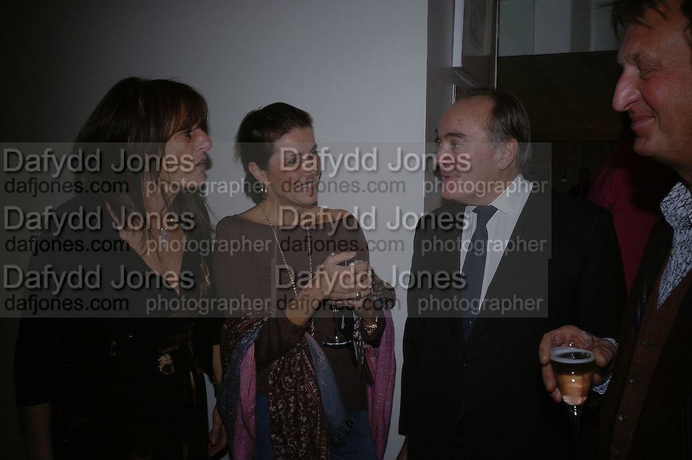 Lady Rodgers, Lady Palumbo and Sir Peter Palumbo. Ellsworth Kelly exhibition opening. Serpentine Gallery and afterwards at the River Cafe. London. 17 March 2006. ONE TIME USE ONLY - DO NOT ARCHIVE  © Copyright Photograph by Dafydd Jones 66 Stockwell Park Rd. London SW9 0DA Tel 020 7733 0108 www.dafjones.com