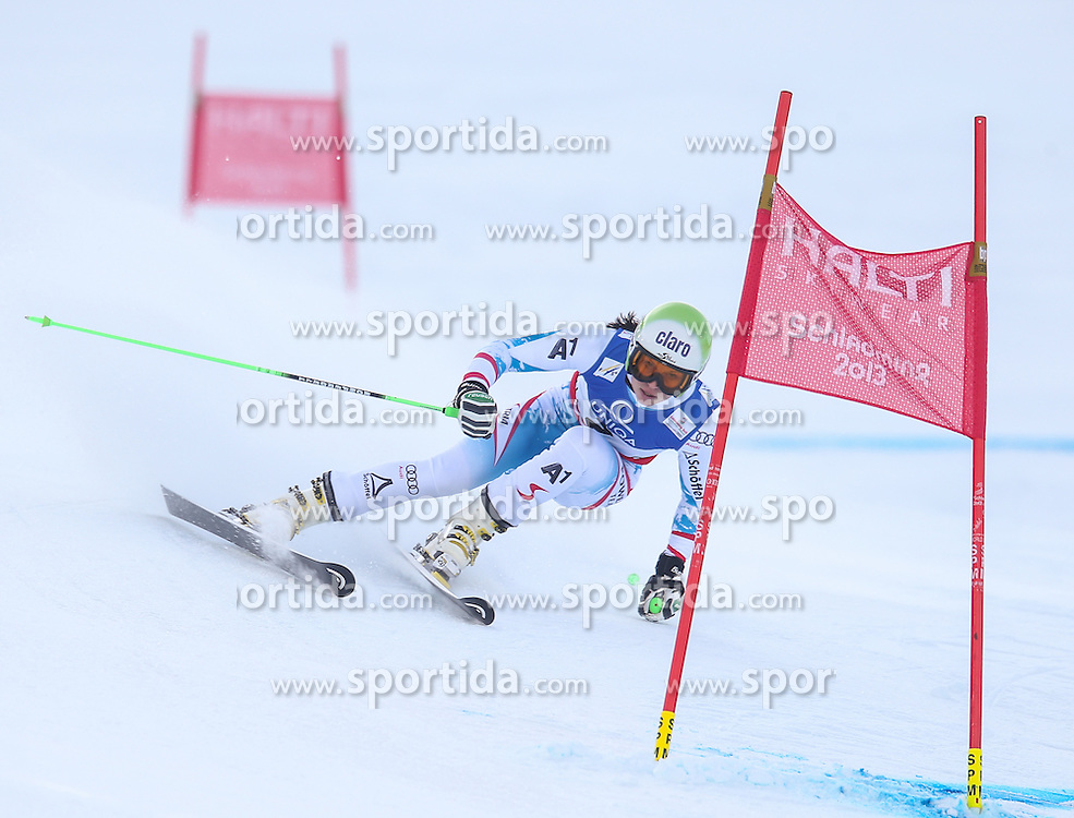 14.02.2013, Planai, Schladming, AUT, FIS Weltmeisterschaften Ski Alpin, Riesenslalom, Damen, 1. Durchgang, im Bild Anna Fenninger (AUT) // Anna Fenninger of Austria in action during 1st run of the ladies Giant Slalom at the FIS Ski World Championships 2013 at the Planai Course, Schladming, Austria on 2013/02/14. EXPA Pictures © 2013, PhotoCredit: EXPA/ Johann Groder
